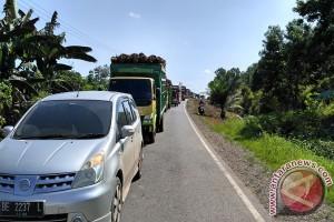 Pengguna Jalan Keluhkan Kemacetan Panjang Jalintim Menggala