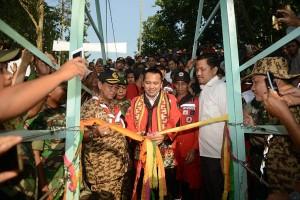 Gubernur Lampung Resmikan Jembatan Gantung