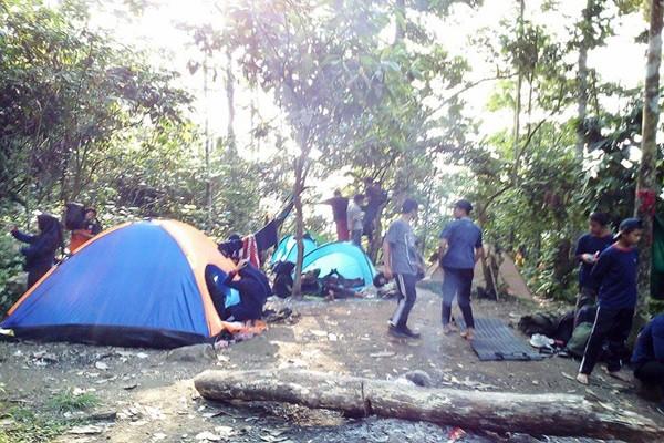 Peringati Kemerdekaan di Gunung Rajabasa