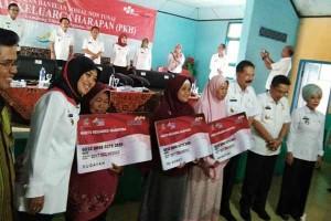 Pemerintah Salurkan PKH di Lampung Timur