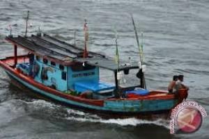 16 perahu nelayan Mukomuko karam diterjang ombak