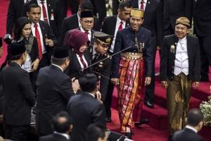 Presiden Pakai Baju Adat Bugis di DPR