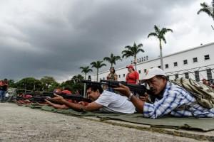 Diancam Trump, militer dan milisi Venezuela gelar latihan perang