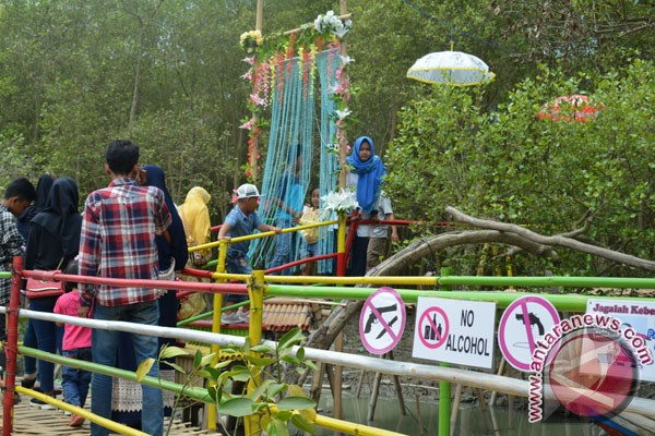 Hutan Mangrove Sriminosari Ramai Dikunjungi Wisatawan