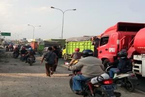 Jalinsum macet karena truk kecelakaan