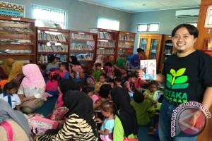 Genjot Minat Baca, Eko Bagikan Buku Gratis