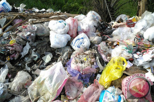 Sampah Pasar Simpangpematang Menumpuk di Jalintim