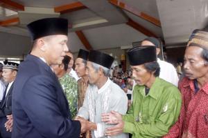 Jemaah Rohani Lampung Tengah ke Makam Wali Songo