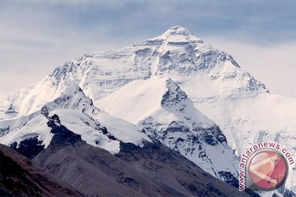 Seorang Pendaki Puncak Cartenz Meninggal Dunia