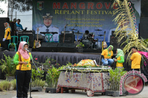 "Lampung Timur Tanam Mangrove Melalui ""Mangrove Replant Festival"""