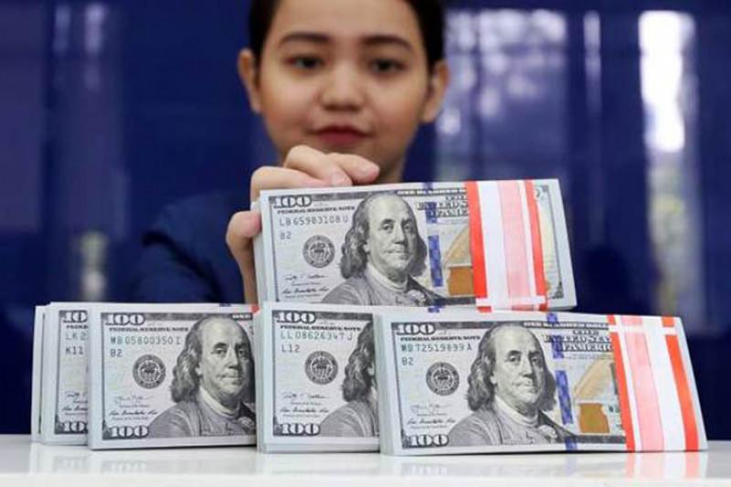 Dolar AS melemah setelah data bulanan pengembang rumah jatuh