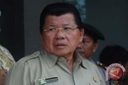 Gubernur Sulbar Shalat IED di Pantai Manakarra