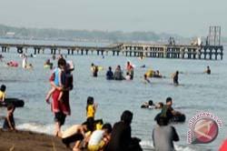 Pengunjung Bantimurung dan Pantai Akkarena Membludak