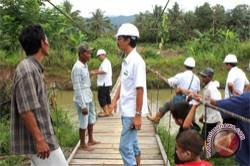 Perusahawaan Sawit Mamuju Bangun Jembatan Gantung