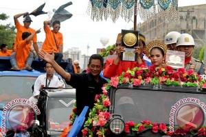 Piala Adipura Diarak Keliling Makassar