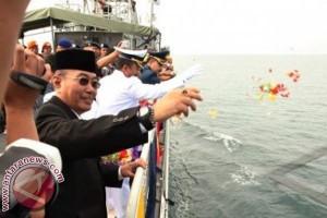 Tabur Bunga di Selat Makassar Peringati Hari Pahlawan