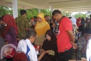 200 kacamata untuk lansia di Makassar