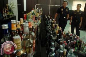121 botol minuman keras alkohol diamankan polisi