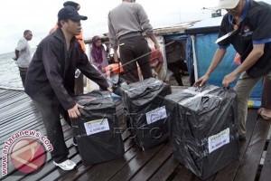 Pemilu - KPU Makasssar Distribusikan Logistik ke Enam Pulau
