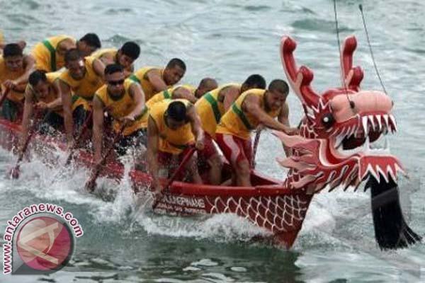 16 perahu naga berlaga di Festival Losari