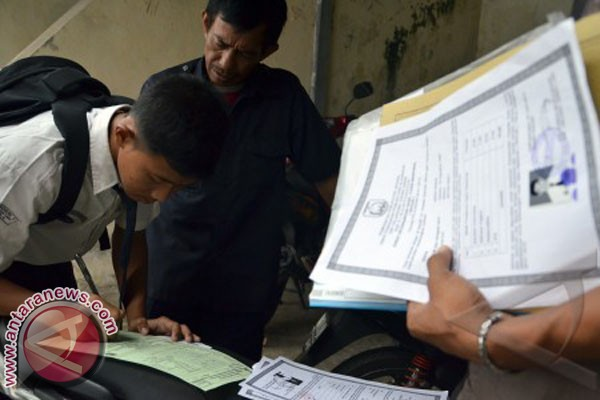 Pemkot Palu Ancam Pecat Guru Pungli PSB