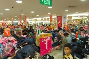 Pusat perbelanjaan Mamuju mulai padat