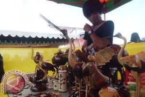 """Pedagang Souvenir Ramaikan Penyambutan """"Sandeq Race"""""""
