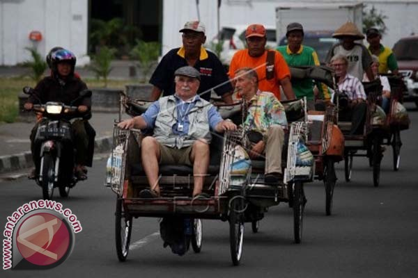Wisman Ke Makassar Turun Empat Persen