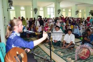 Vokalis Debu Nostalgia di Ponpes Darul Muhlisin