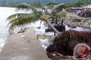 Warga pesisir Tampaure terancam abrasi