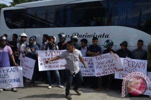 Awas tolak praktek uang munas Peradi Makassar