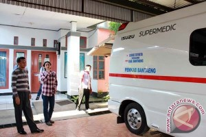 Aliyah Mustika serahkan bantuan ambulance di Jeneponto