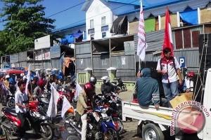 Ratusan pedagang Majene demo terkait menjamurnya swalayan