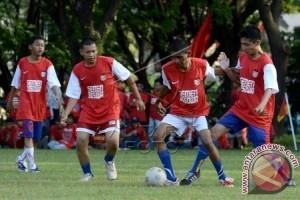 TUNANETRA SINDIR SEPAKBOLA INDONESIA