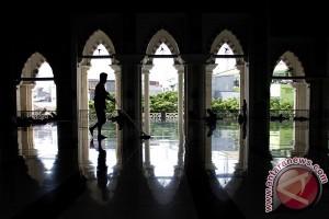 Satpol-PP Makassar ikut jaga masjid saat Ramadhan