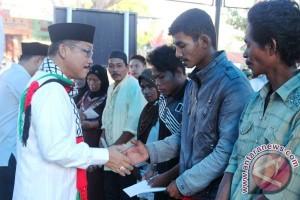 Bupati Mamuju serahkan bantuan korban bencana alam