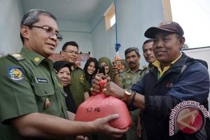 Pemkot Makassar berlakukan program sampah tukar beras