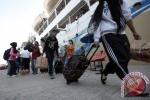 Arus penumpang Pelabuhan Makassar menurun 22,42 persen