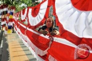 Penjual bendera merah putih menjamur di Mamuju