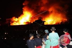 Belasan rumah ludes terbakar di BTP Makassar