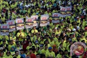 Massa menyemut jalan sehat HUT ke- 408 Makassar
