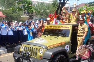 Wali Kota Makassar arak Piala Adipura