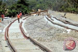 Sulbar targetkan pembangunan jalur kereta api 2018