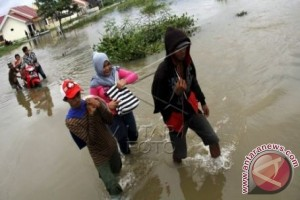 Ruas jalan Mamuju tergenang banjir