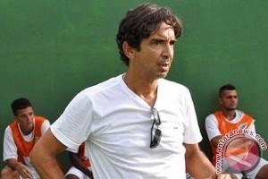 Luciano Leandro mundur sebagai pelatih PSM