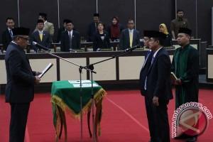 Ketua DPRD Sulsel lantik dua legislator PAW