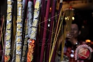 Perayaan Imlek di Makassar berjalan khidmat