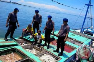 Ditpolair Sulsel sita 15 ton ikan berformalin