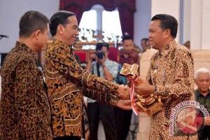 Ridwan Kamil sebut Nurdin Abdullah pemimpin hebat