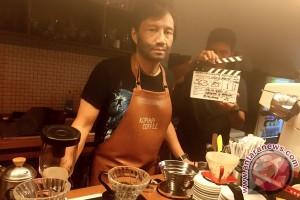 Katon Bagaskara jadi barista di Film Uang Panai`